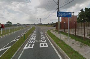 Acesso pela via lateral sentido Rio
