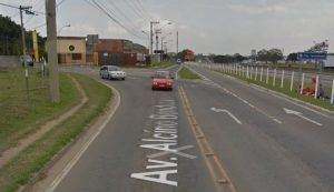 Acesso pela via lateral sentido São Paulo
